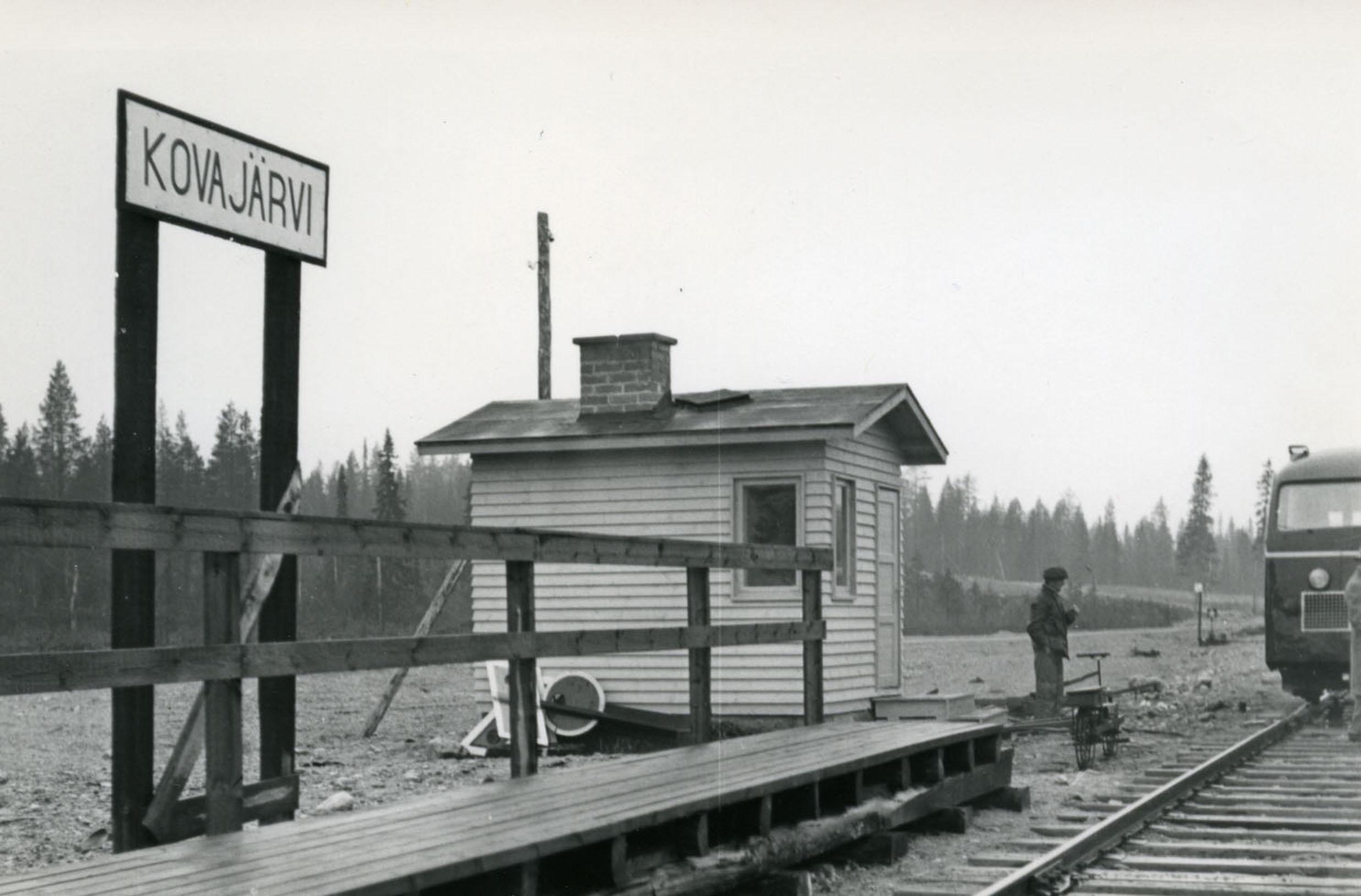 Kovajärven rautatiepysäkki.