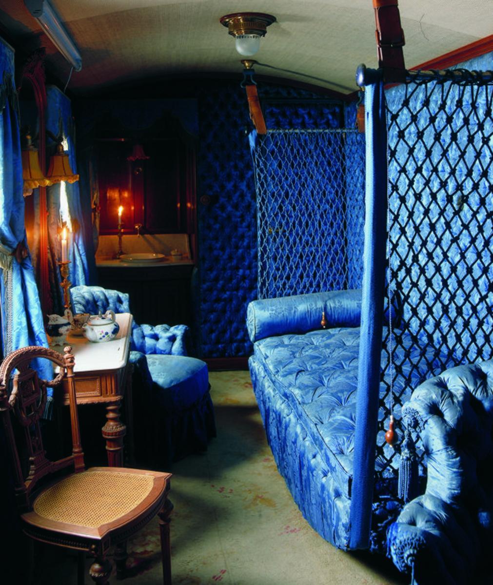 Hängande sängen i kejsarinnans lyxiga vagn