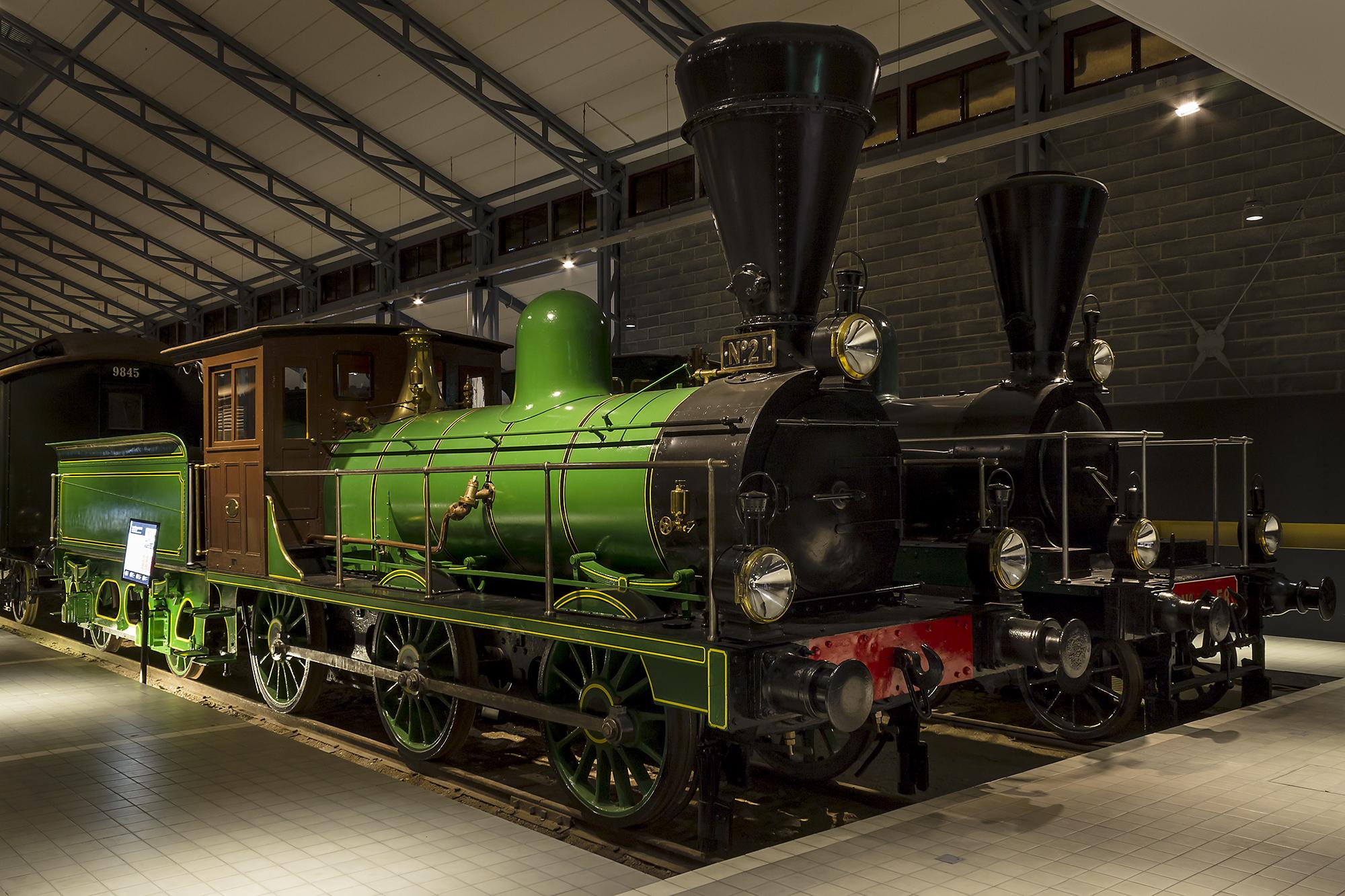 Höyryvetureita Suomen Rautatiemuseon näyttelyhallissa.