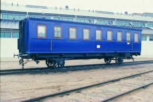 Keisarin vaunu ulkona Suomen Rautatiemuseon ratapihalla